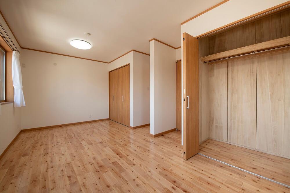アイリスガーデン吉野2F洋室