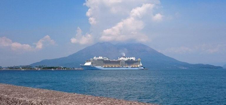 マリンポート鹿児島と桜島